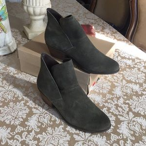 me too green suede booties NWT